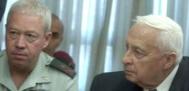 ראש הממשלה שרון ומזכירו הצבאי האלוף יואב גלנט.